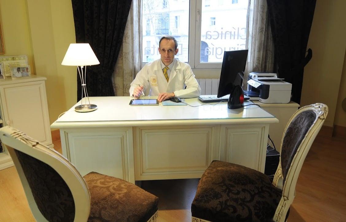 Diseña tu boca con los mejores profesionales - Eduardo Ausín Puertas, dentista especializado en implantología en Madrid.