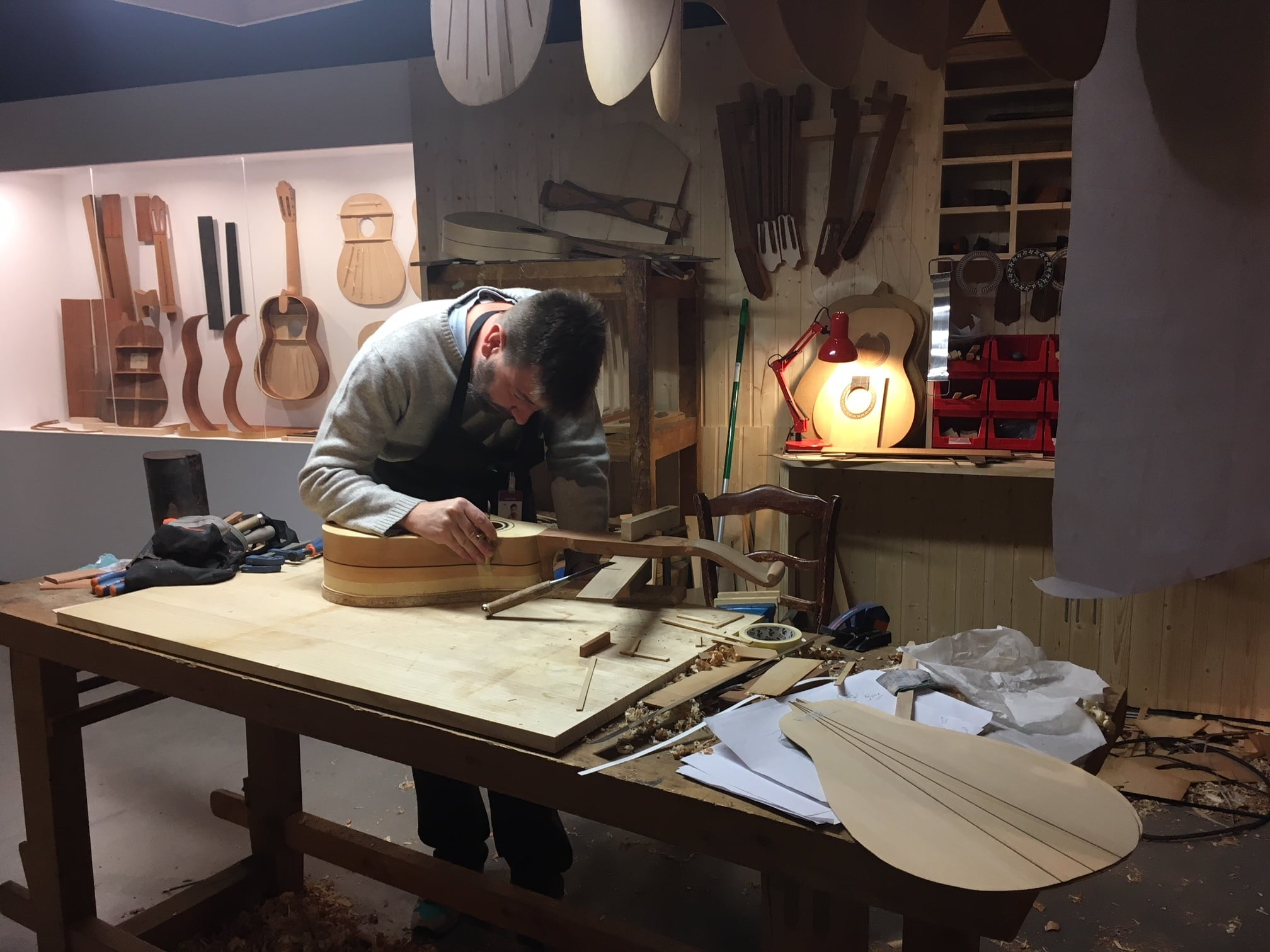 Guitarras artesanales para los sonidos más puros - Óscar Muñoz Sánchez, fabricante artesano de guitarras en Granada.