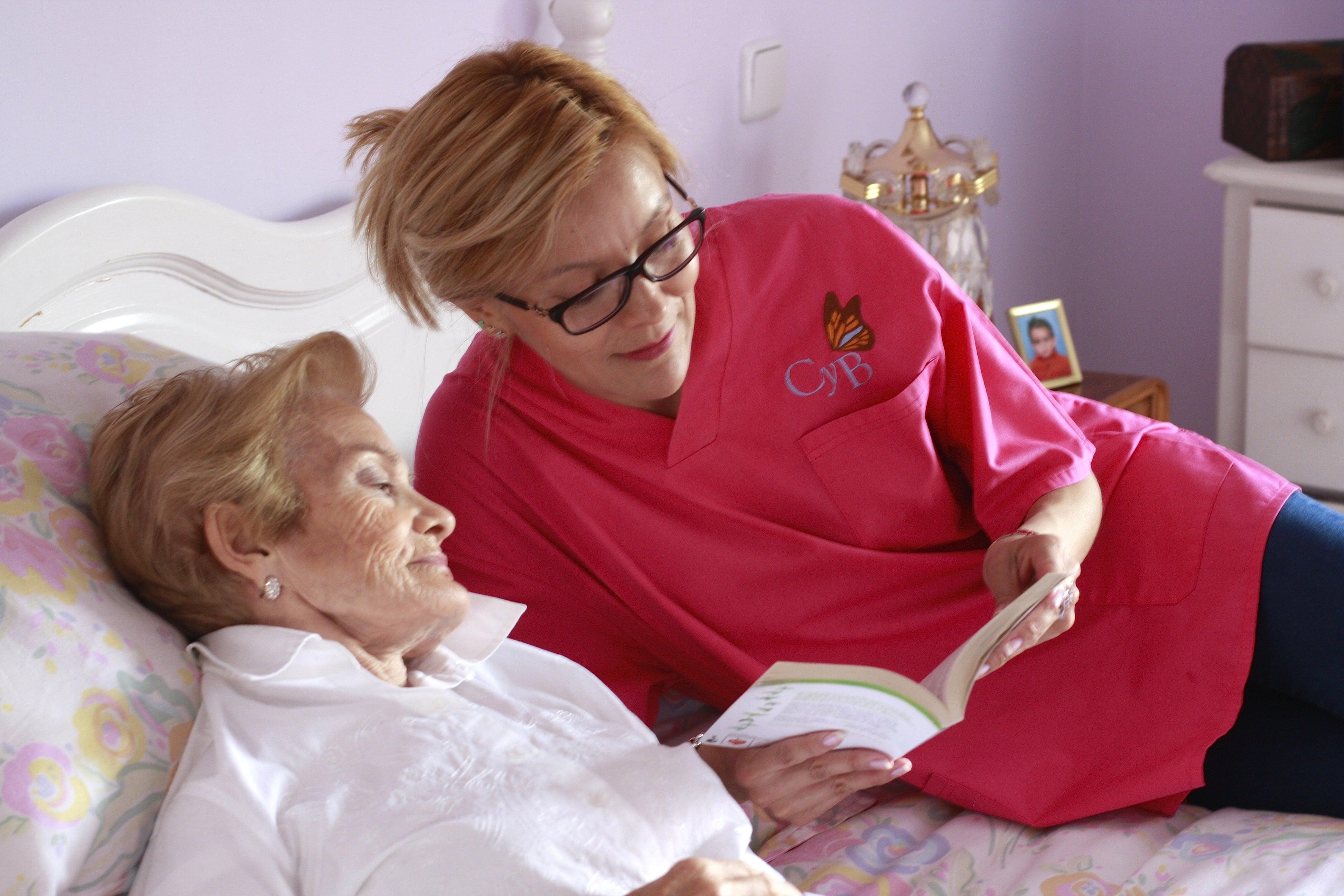 Como en casa en ningún sitio: La mejor atención domiciliaria para nuestros mayores - Ana Fernández y Cristina Sígler, expertas en cuidado de ancianos a domicilio en Madrid.