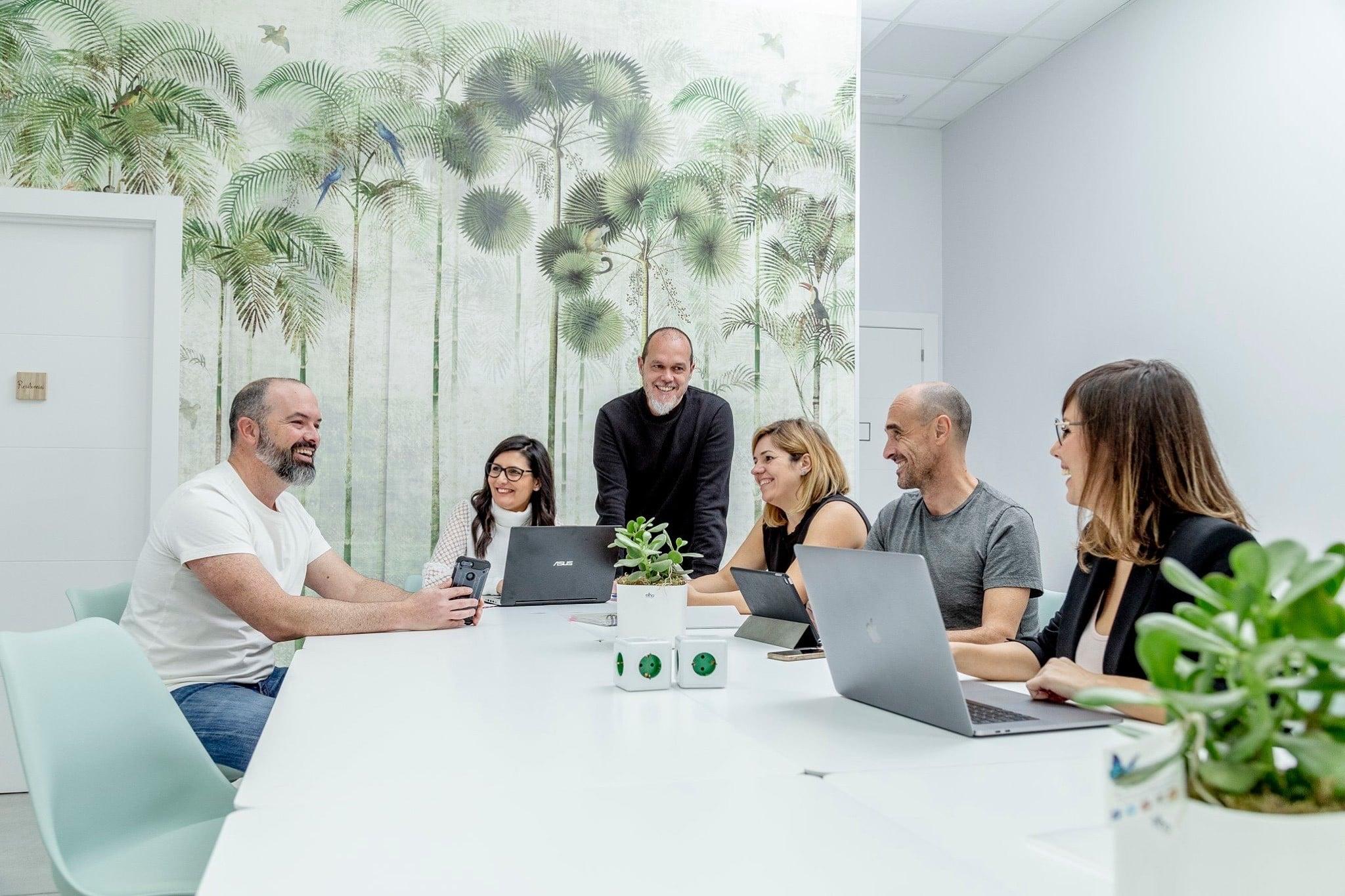Potencia tu marca con eficacia y originalidad - Inma Lara Vázquez, experta en marketing digital y comunicación en Elche.