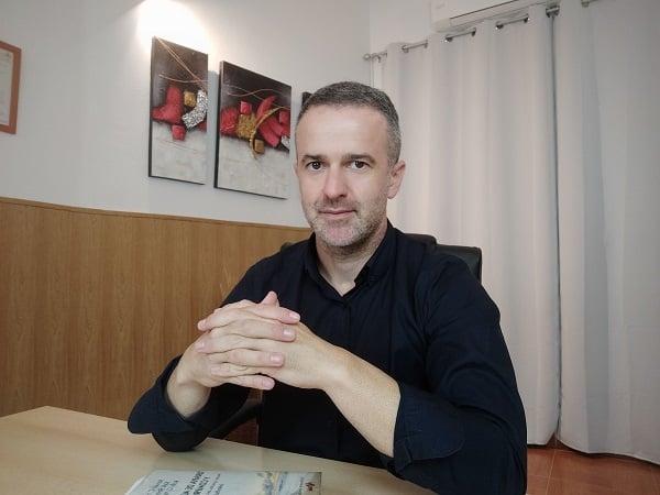 Psicología y terapia de pareja para cuidar lo que más quieres - Juan Antonio Alonso, psicólogo y terapeuta de pareja en Almería.