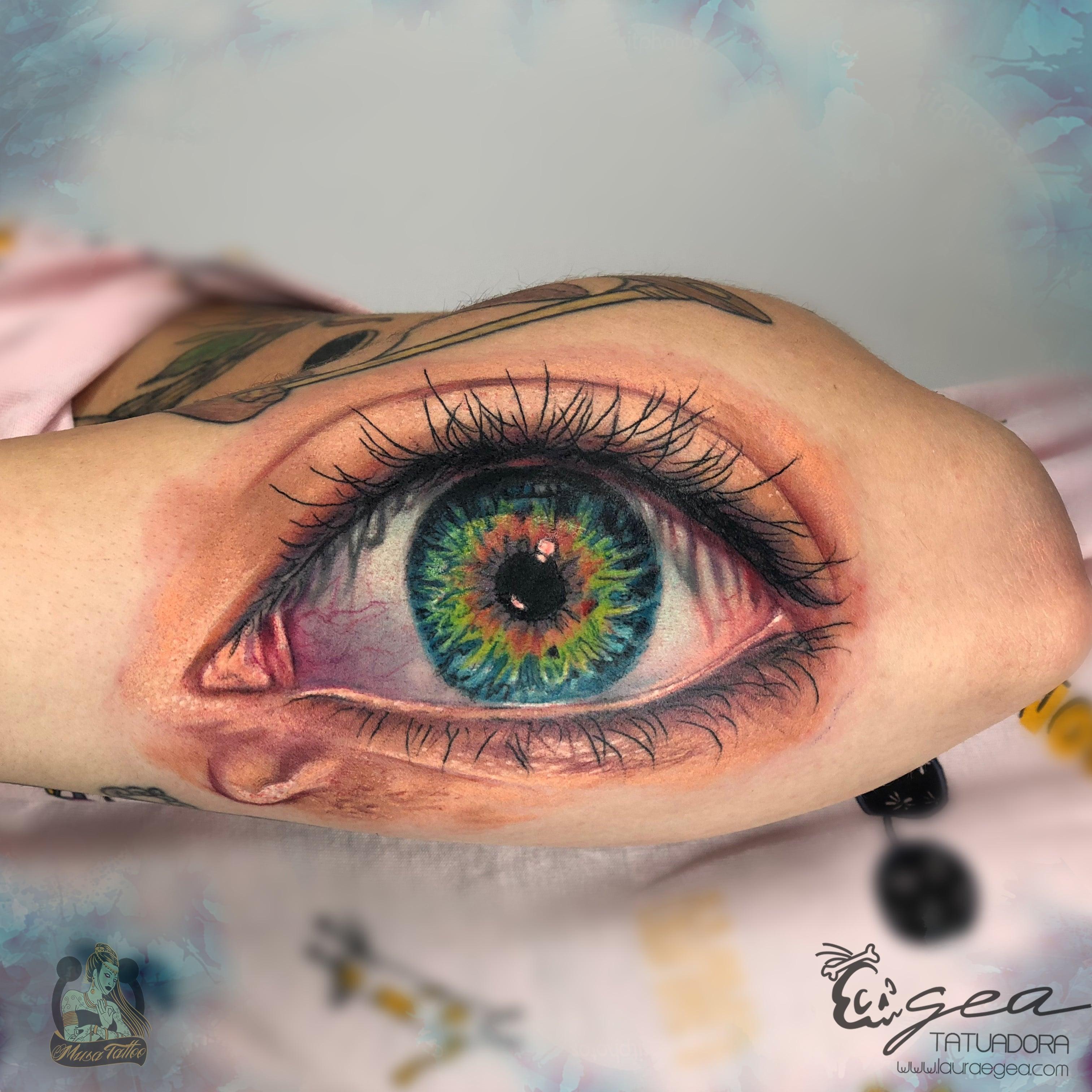 Estudio que combina diseños artísticos y tatuajes personalizados - Laura Egea, especialista en tatuajes en Valencia.