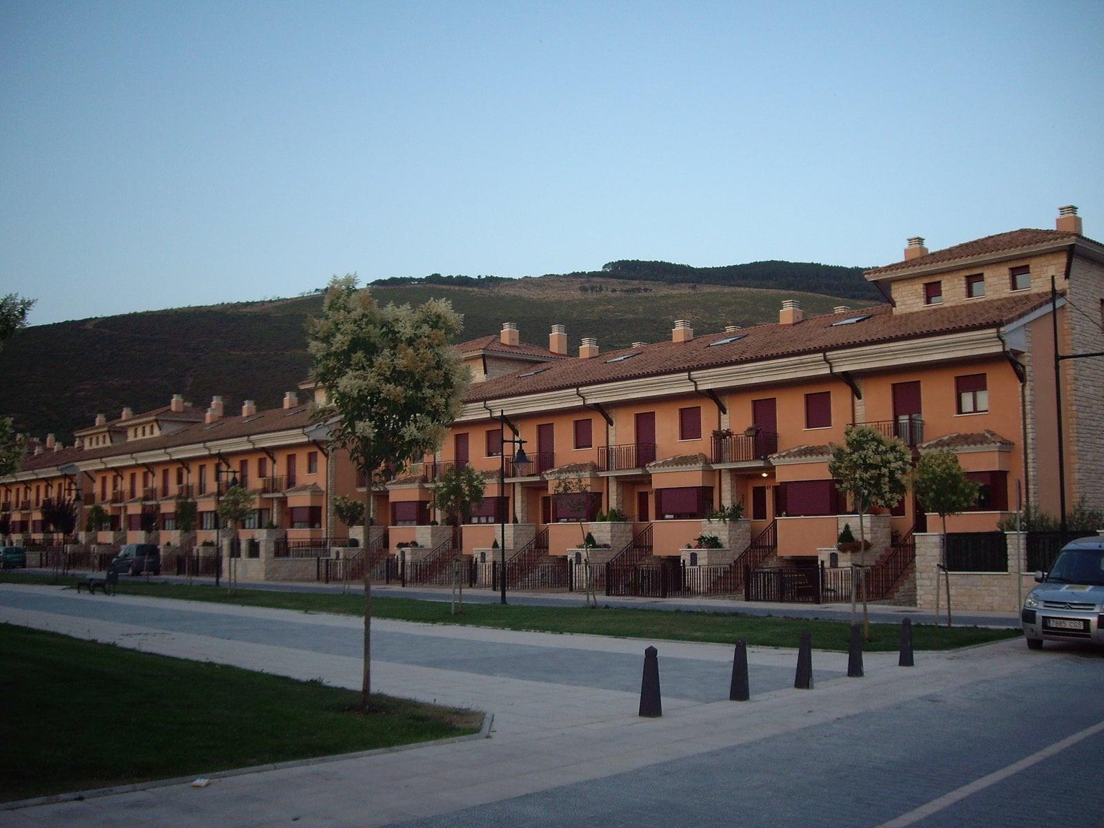 Tu arquitecto de cabecera para mantener la salud de tu edificio - Eduardo Apesteguia Zubillaga, arquitecto técnico en Navarra.