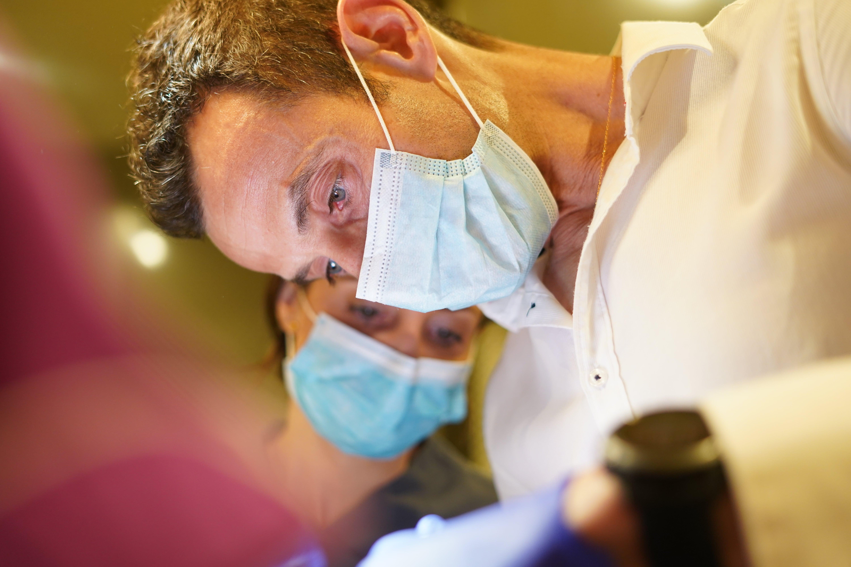 Ortodoncia invisible, la mejor técnica para corregir tu dentadura - Odontología avanzada con Peydro Herrero