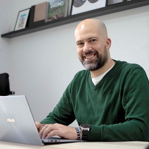 Convierte internet en tu mejor herramienta para alcanzar a tus clientes - Jesús de la Fuente (Nuevecomaocho), experto en marketing digital, diseño web y corporativo en Valladolid.