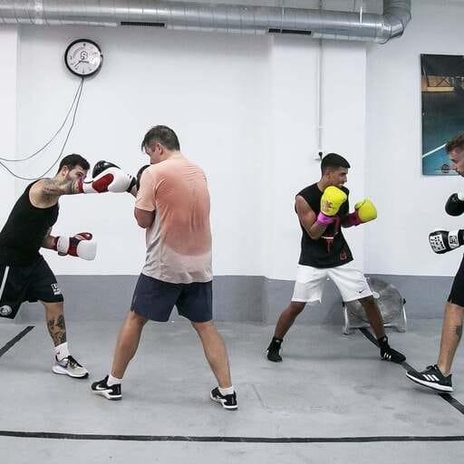 Engánchate al mundo del boxeo en el mejor ambiente - Rafa Valle, instructor de boxeo en Barcelona.