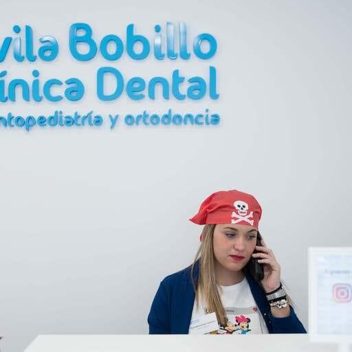 La salud dental de tus niños, en las mejores manos - Jorge Fernández y Laura Bobillo, odontopediatras en Chiclana, Cádiz.