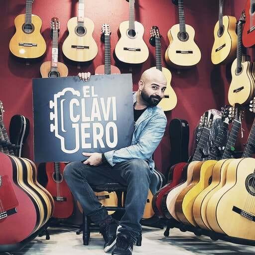 Sonoridad y belleza en guitarras hechas a mano en Cádiz - Manuel Ruiz-Herrera Verano - Músico en Cádiz