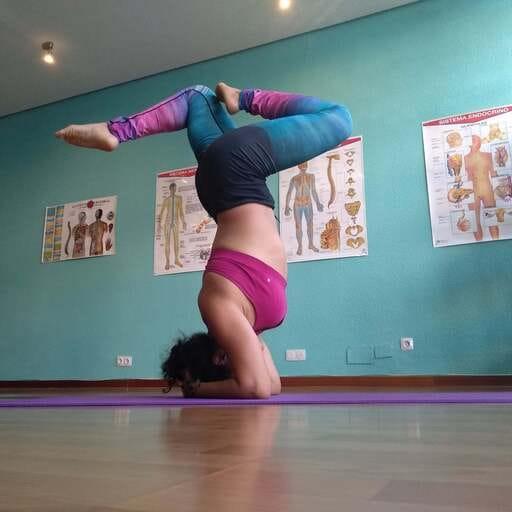El camino del yoga hacia tu bienestar integral - Ana Laura Ortega, instructora de kundalini yoga en Madrid.