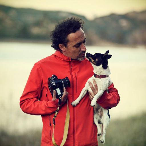 La fotografía que eterniza tus mejores recuerdos - Nuria Mongil Manso es una vallisoletana de 47 años cuyo nombre comercial es FLASHION FOTOGRAFÍA. A Nuria le regalaron su primera cámara fotográfica cuando tenía 10 años y desde entonces ha vivido siempre con una cámara en sus manos. Estudió la carrera de