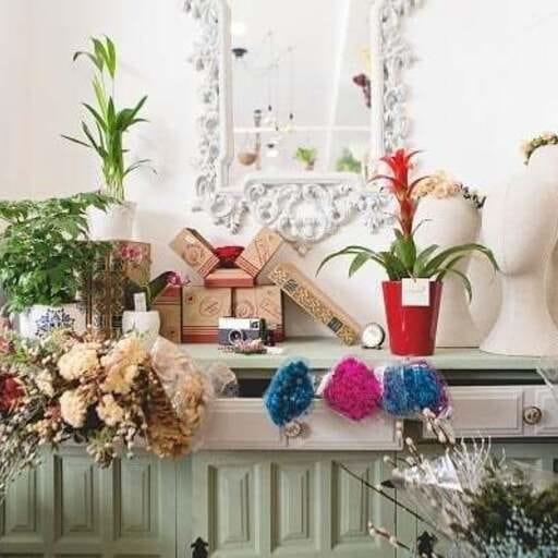 Disfruta del lenguaje universal de las flores en tus eventos - Mariam y Hanza, floristas en Málaga.