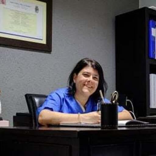 Implantes y periodoncia para una salud y estética bucodental óptimas - Laura Somoza Losada, odontóloga en Ourense.