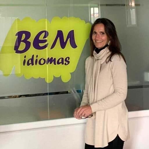 Logra fluidez y precisión en el idioma que necesitas - Viviane Mollo, Directora de Centro de idiomas en Vélez-Málaga.