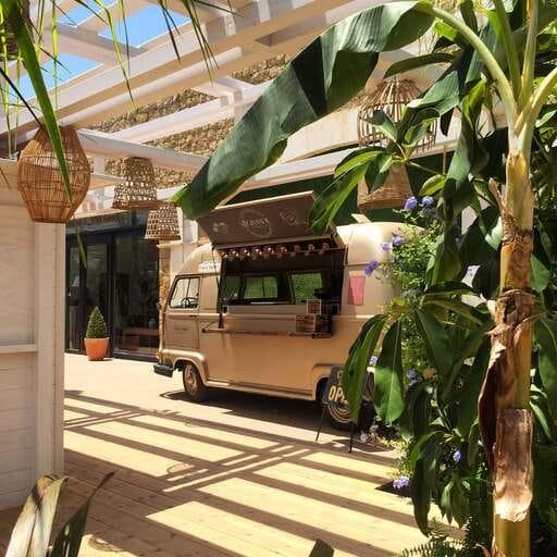 Furgonetas vintage al servicio de tu evento en Madrid, Barcelona y Valencia - Rubén Rojo - Food Trucks en Madrid, Barcelona y Valencia.