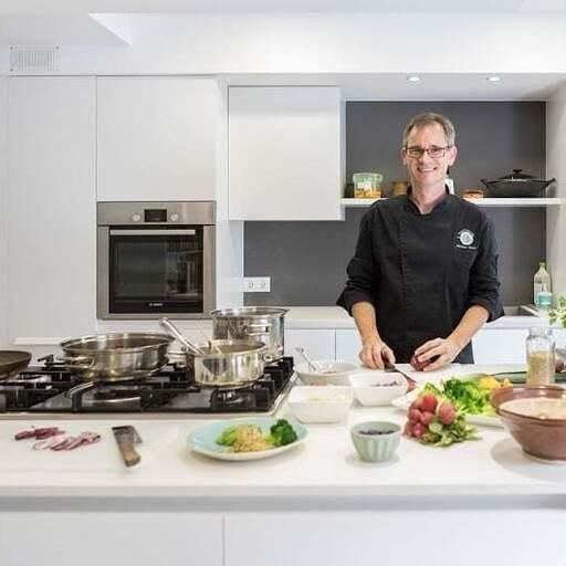 Cocinar en pro de la salud, el bienestar, la felicidad y la libertad - Matthias Hespe, profesor de cocina en Barcelona.