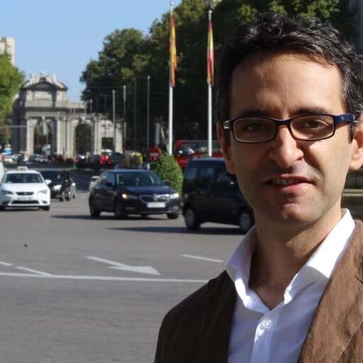 """""""Da igual si trabajas en comunicación, vendiendo peras o poniendo ladrillos, lo más importante es ser útil a los que te rodean"""" - Pablo Gracia, especialista en comunicación en Madrid."""