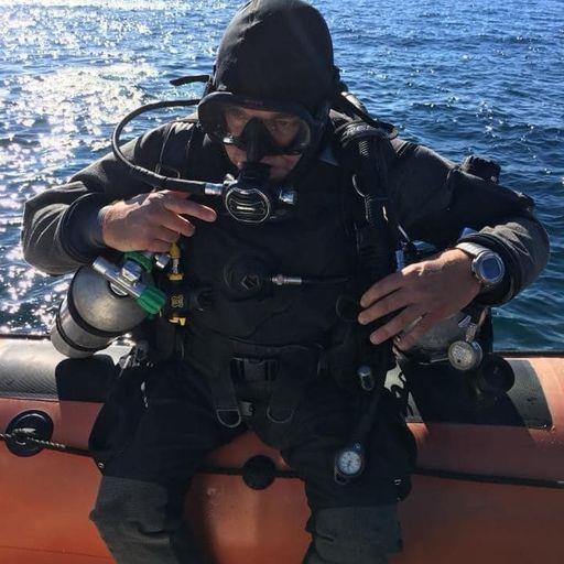 Escuela de buceo accesible para aprender a disfrutar bajo el agua - Javier, instructor de buceo en Madrid.