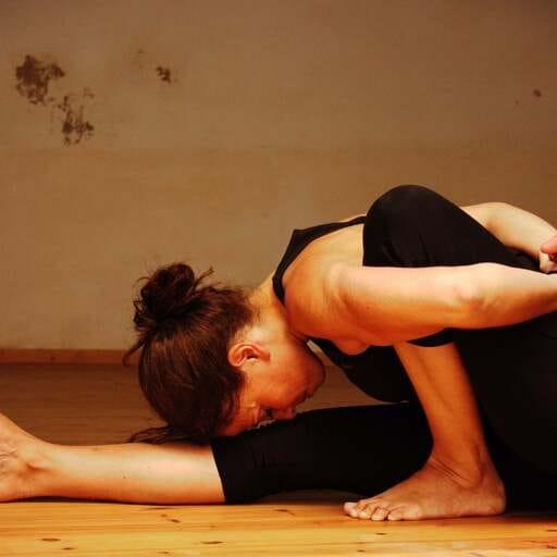 Conoce el Yoga Iyengar y potencia tu autoconocimiento y salud - Mariana Lazarte Rodriguez, instructora de Yoga Iyengar en Palma de Mallorca.