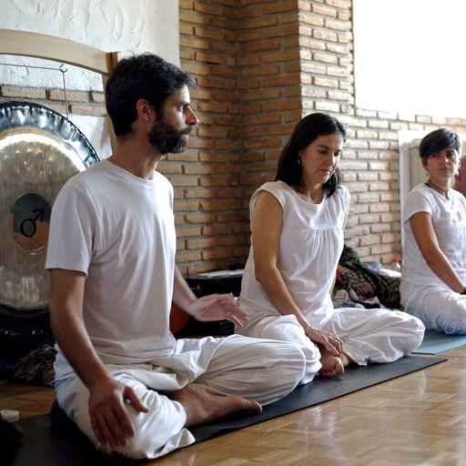 Retiro espiritual: tu oportunidad de equilibrar tu mente - Ignacio Sáez y Leticia Martínez, profesores y formadores de Yoga y organizadores de retiros espirituales en Granada.