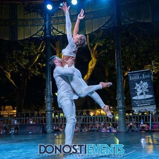 Libera tu ritmo interior con clases de baile - Conoce los mejores ritmos a traves de la experiencia de Maía y Carmen!
