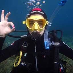 Aprende a bucear con diversión y seguridad - Aquatours Almería Aventuras Submarinas, escuela de buceo en Aguadulce, Almería.